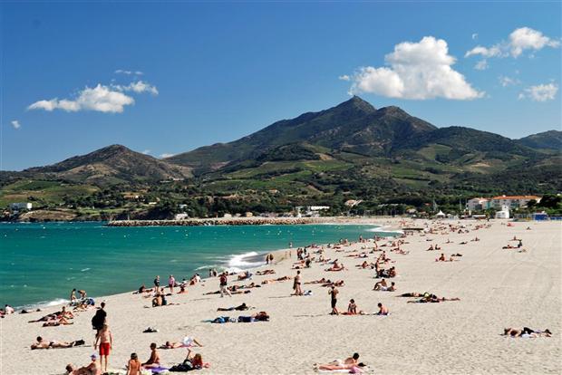 Au pied des Pyrénées, Argelès Plage est la dernière plage de sable avant les criques